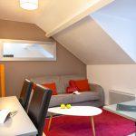 Coin salon et coin salle à manger d'un appartement familial du Green des Impressionnistes