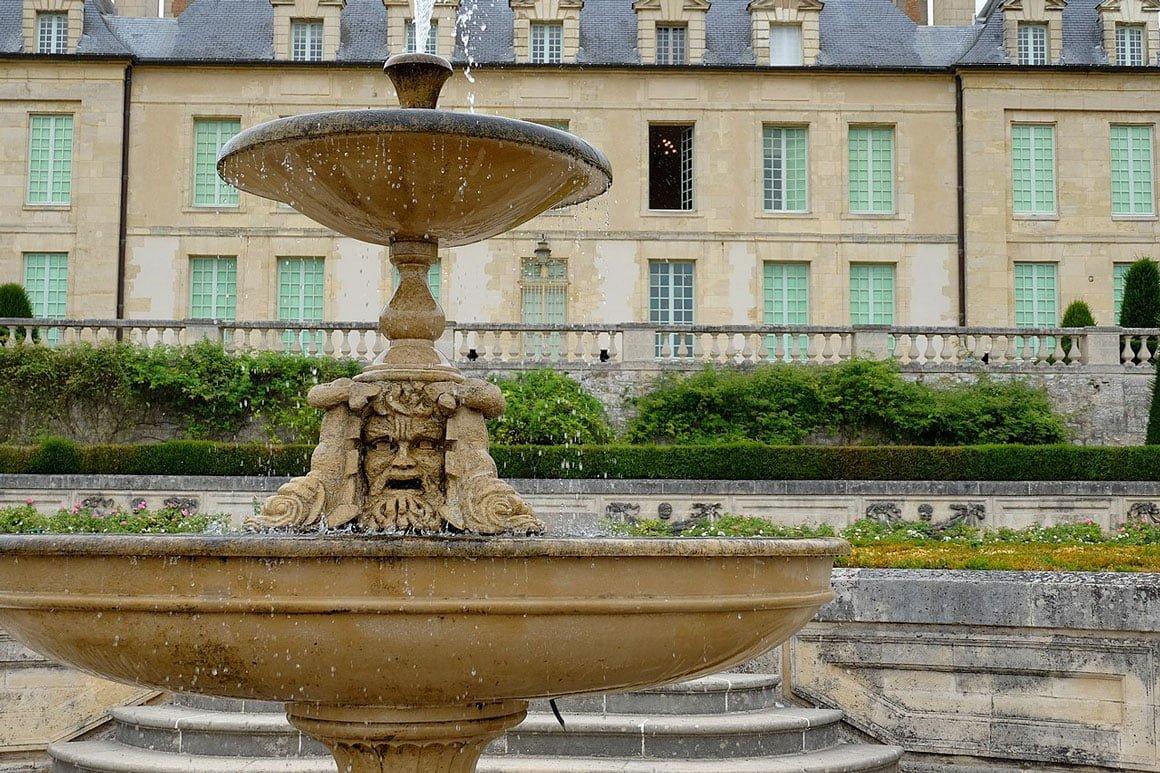 Fontaine du Château d'Auvers-sur-Oise, non loin du Green des Impressionnistes