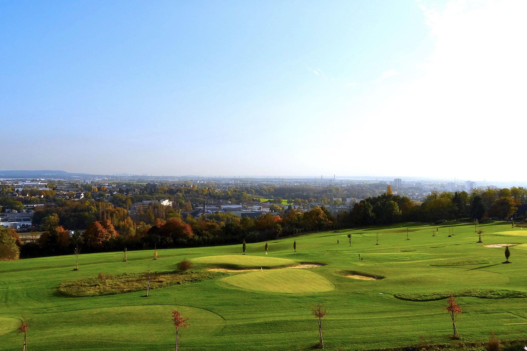 Vue sur le golf d'Ennery et le bassin de l'Oise depuis le Green des Impressionnistes